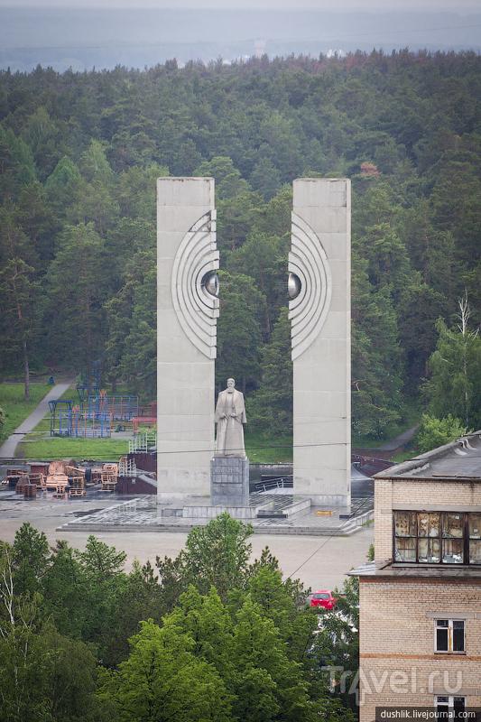 Памятник академику И. В. Курчатову в Челябинске, Россия / Фото из России