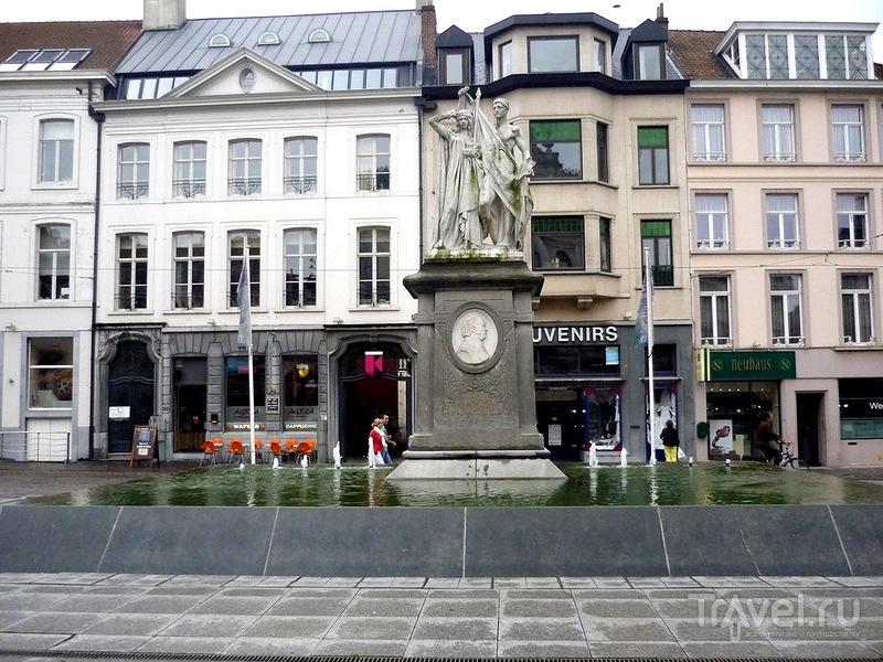 Памятник Яну-Франсу Виллемсу в Генте, Бельгия / Фото из Бельгии