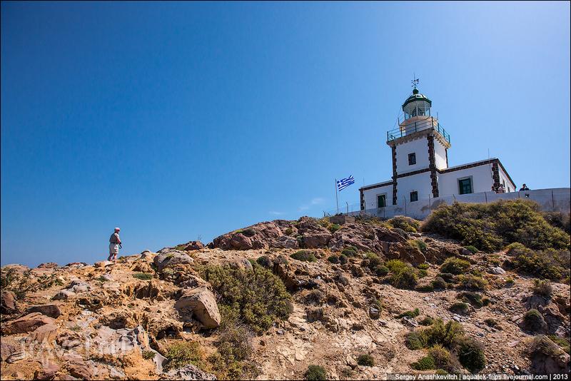 Маяк Фарос на острове Санторини / Греция