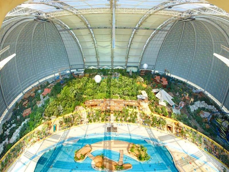 Устроенный в здании бывшей военной базы тропический курорт в Германии / Германия