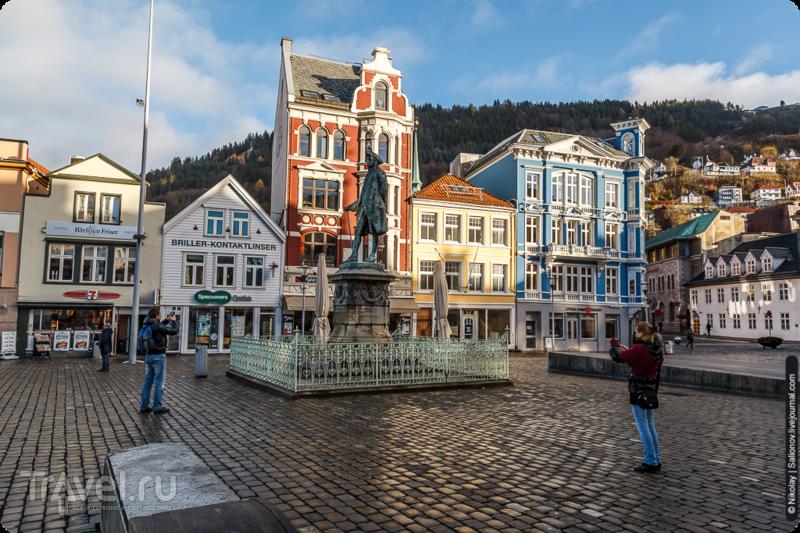 Статуя Людвига Хольберга в Бергене, Норвегия / Фото из Норвегии