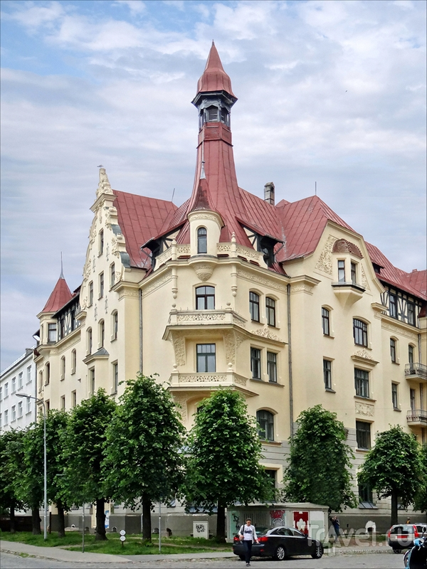 Рижский Музей ар-нуво, башня которого служит визуальной доминантой окружающей застройки, Латвия / Латвия