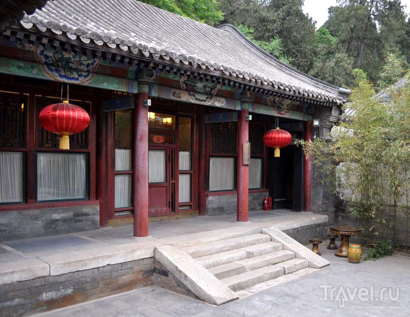 Дворик летнего сада в императорском дворцово-парковом комплексе, Пекин, Китай / Фото из Китая