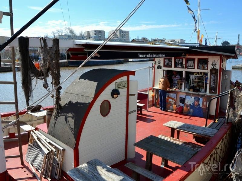 Кафе, устроенное в пришвартованном корабле, в Турку, Финляндия / Фото из Финляндии