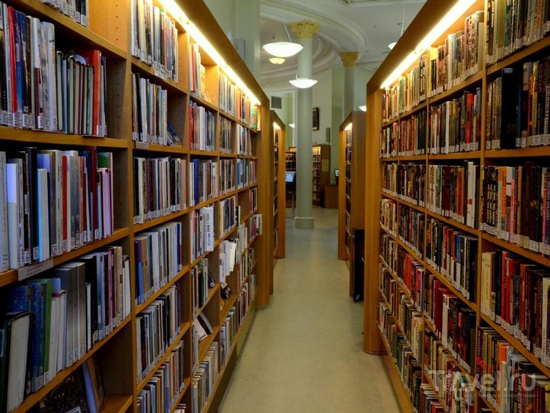 Коридоры городской библиотеки в Турку, Финляндия / Фото из Финляндии
