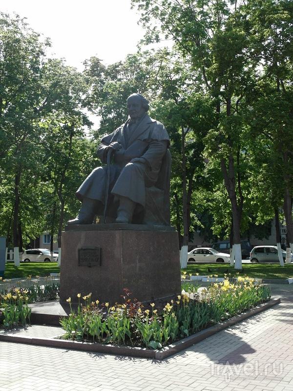 Памятник Михаилу Семёновичу Щепкину в Белгороде, Россия / Фото из России