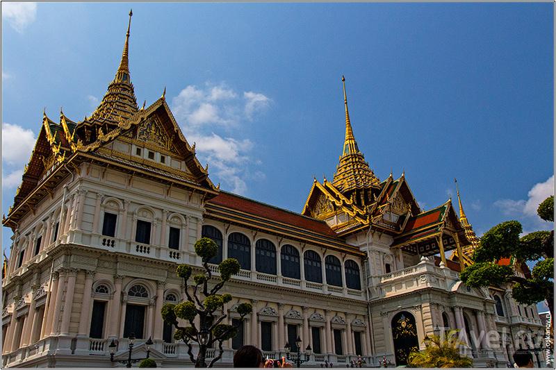 Пхра Тхинанг Чакри Маха Прасат в Бангкоке, Таиланд / Фото из Таиланда