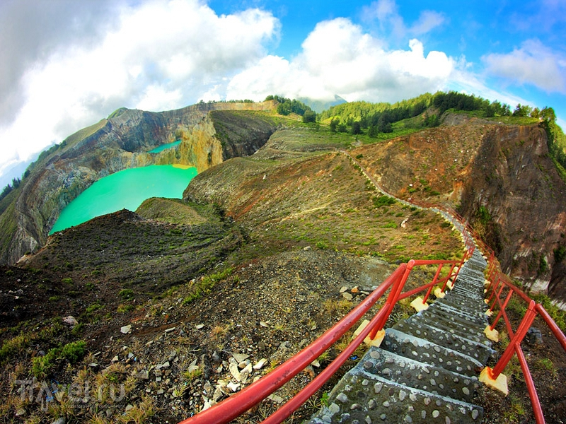 Туристический маршрут вдоль кратера Келимуту на острове Флорес, Индонезия / Индонезия