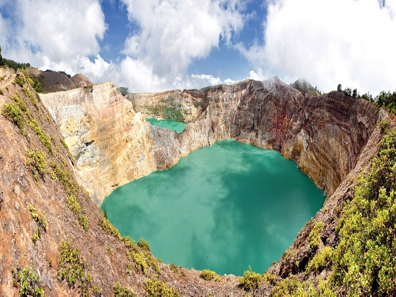 Вулканические озёра на острове Флорес имеют собственные названия, Индонезия / Индонезия