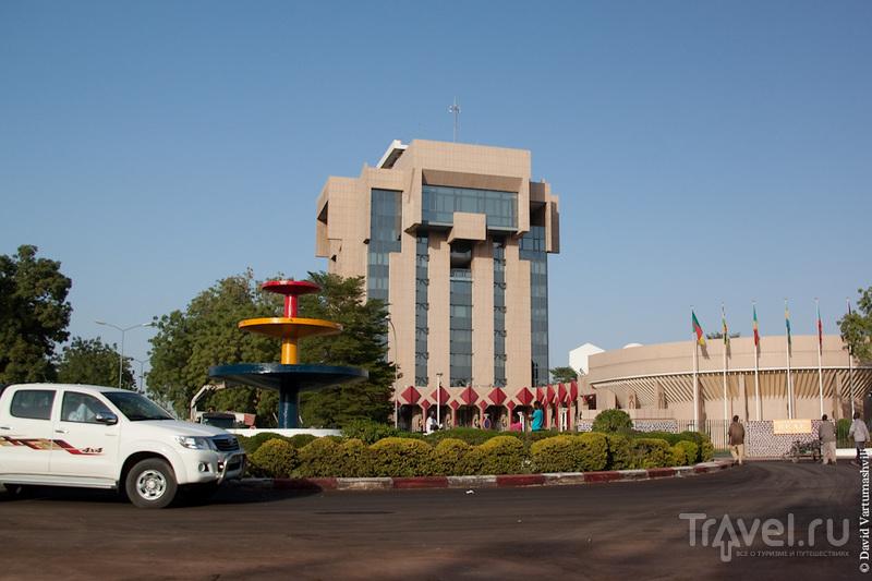 Банк государств Центральной Африки (фр. Banque des États de l'Afrique Centrale, BEAC) в Нджамена, Чад / Фото из Чада