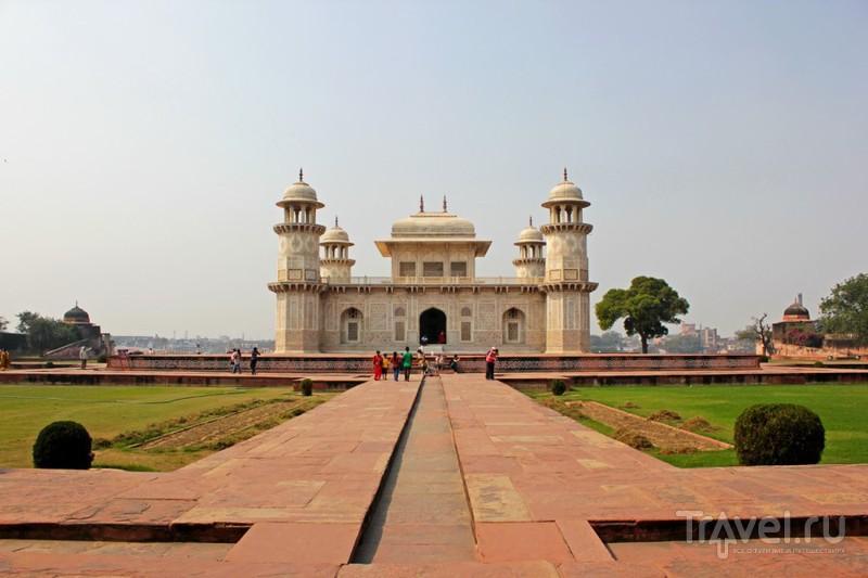 Мавзолей Итимад-Уд-Даула в Агре, Индия / Фото из Индии