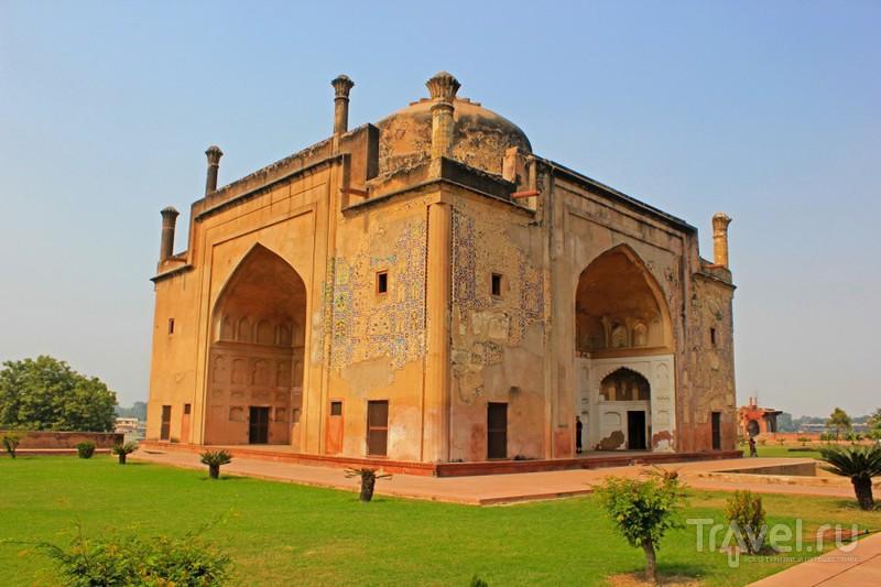 Chini-ka-Rauza - мавзолей Афзал Хана в Агре, Индия / Фото из Индии