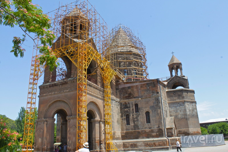 Армянская святыня. Эчмиадзинский монастырь / Армения
