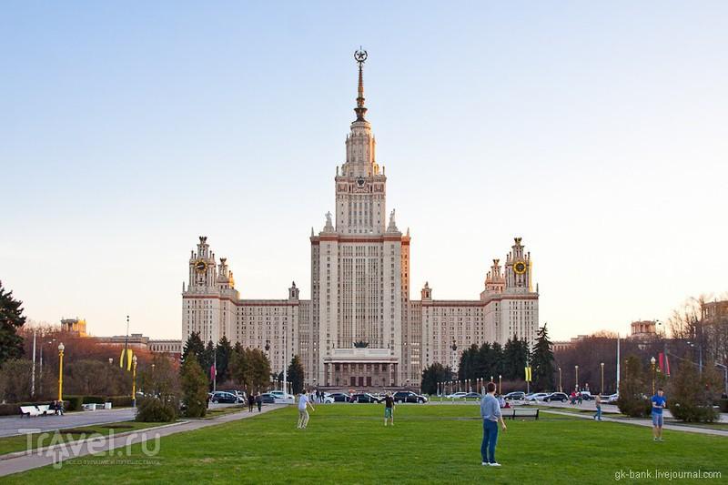Главное здание МГУ им. М. В. Ломоносова в Москве, Россия / Фото из России