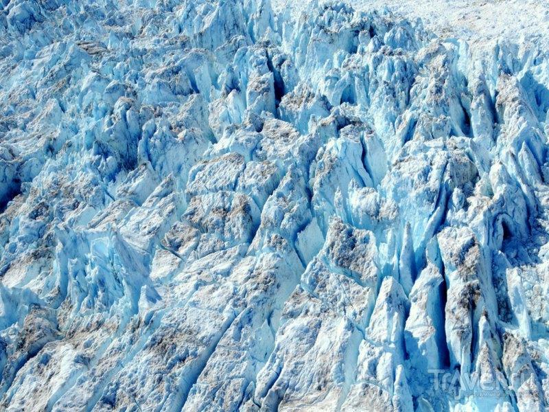 Глыбы снега и льда с ледника Sermeq Kujalleq движутся со скоростью 20 метров в сутки / Гренландия