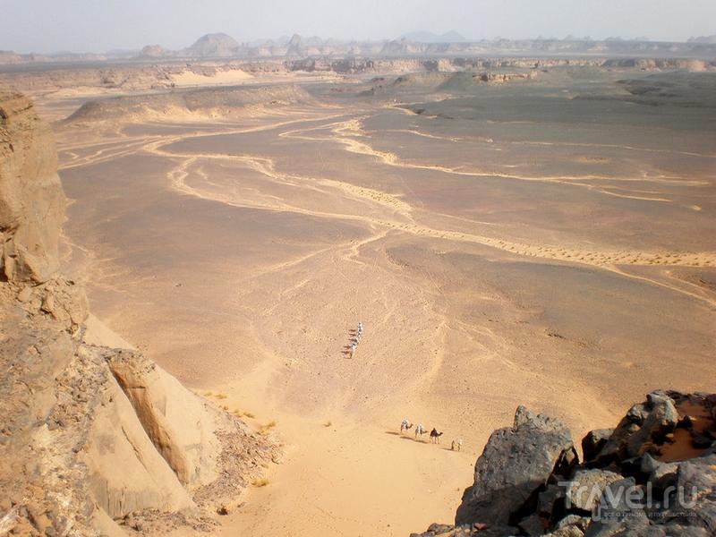 Горный массив Адрар-Акакус в Ливии напоминает инопланетные пейзажи / Ливия