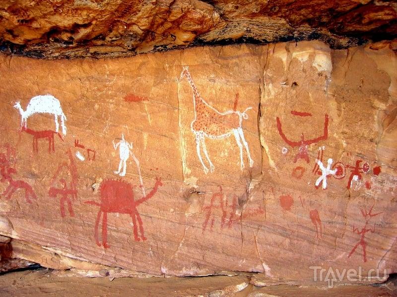 Наскальная живопись в горном массиве Адрар-Акакус, Ливия / Ливия