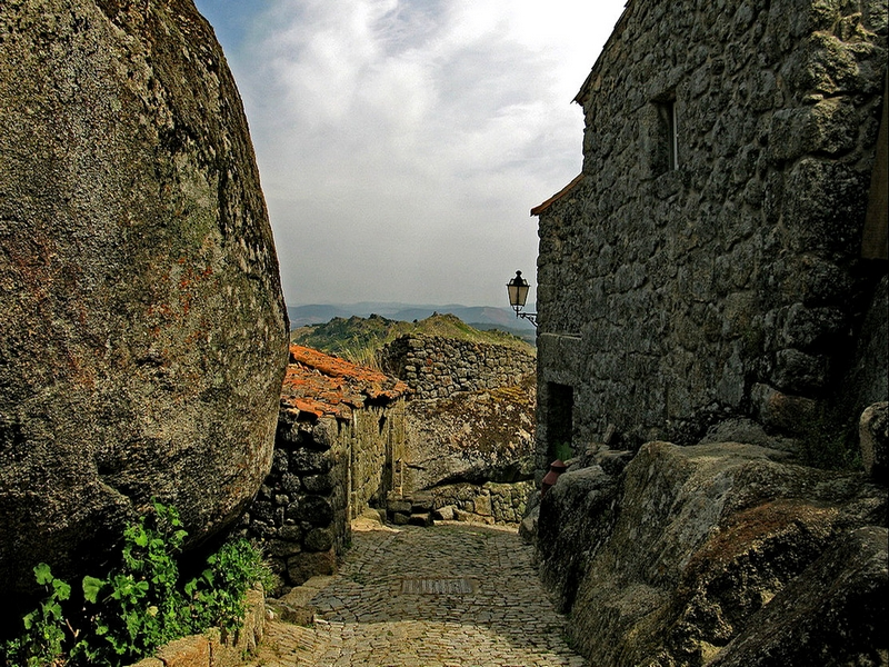 С XII по XIX вв. Монсанто являлся территориальным центром исторической провинции Бейра-Байша, Португалия / Португалия