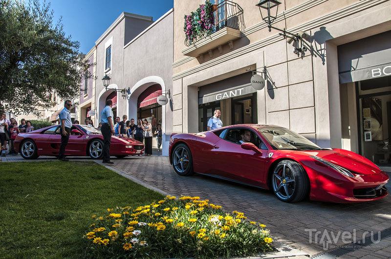 Тест драйв на спорткарах Ferrari на территории развлекательного центра Sicilia Outlet Village в июне 2013