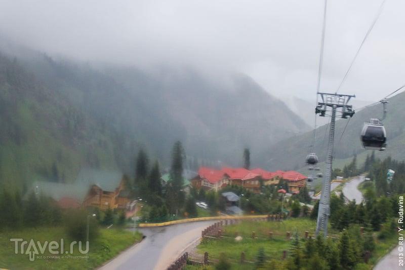 Пасмурная дорога на Медео / Казахстан