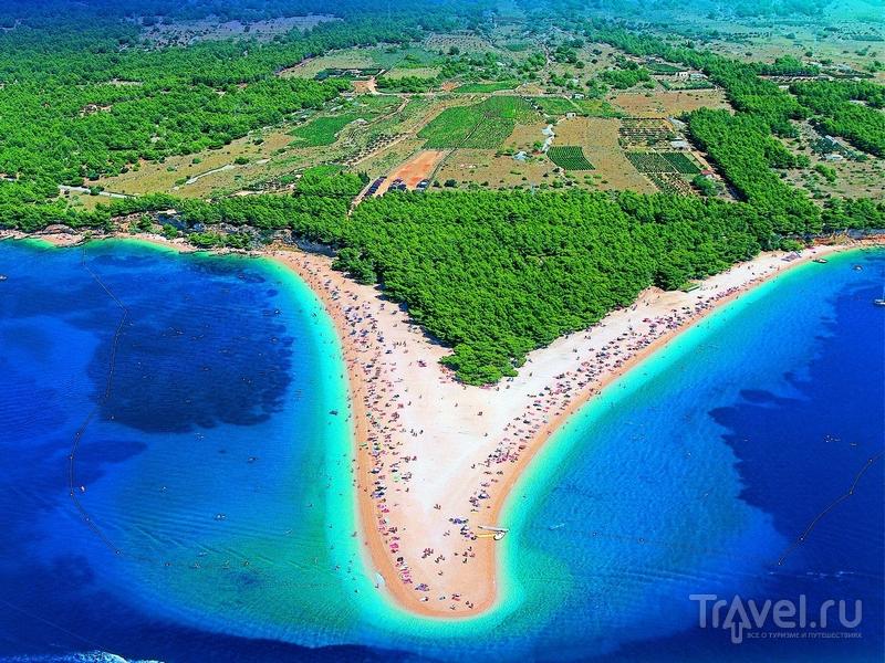 Форма пляжа Златни-Рат меняется в зависимости от направления ветра и силы волн, Хорватия / Хорватия