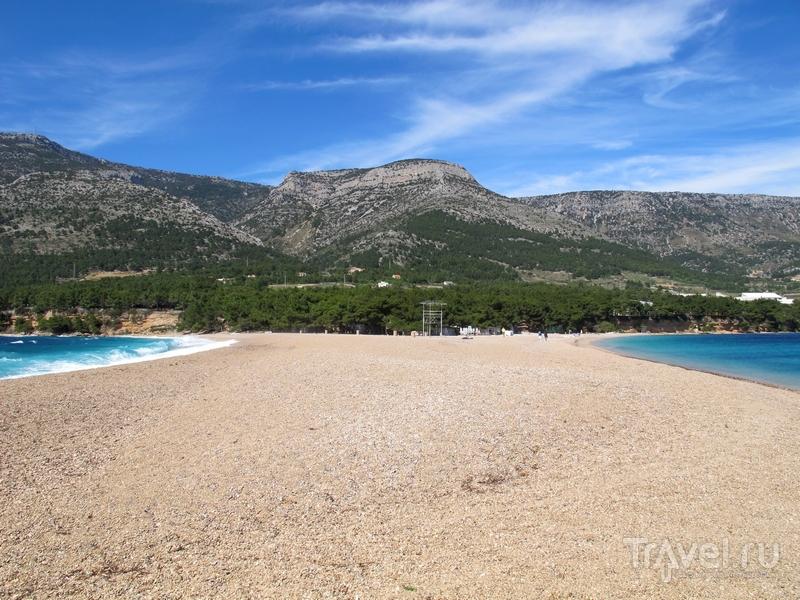 Мелкогалечный пляж Златни-Рат в Хорватии / Хорватия