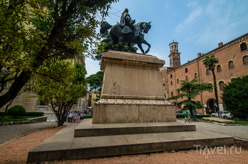 Памятник Джузеппе Гарибальди в Вероне, Италия / Фото из Италии