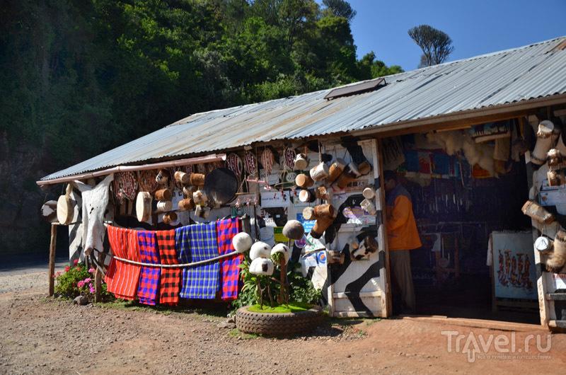 Сувениры на смотровой площадке / Фото из Кении