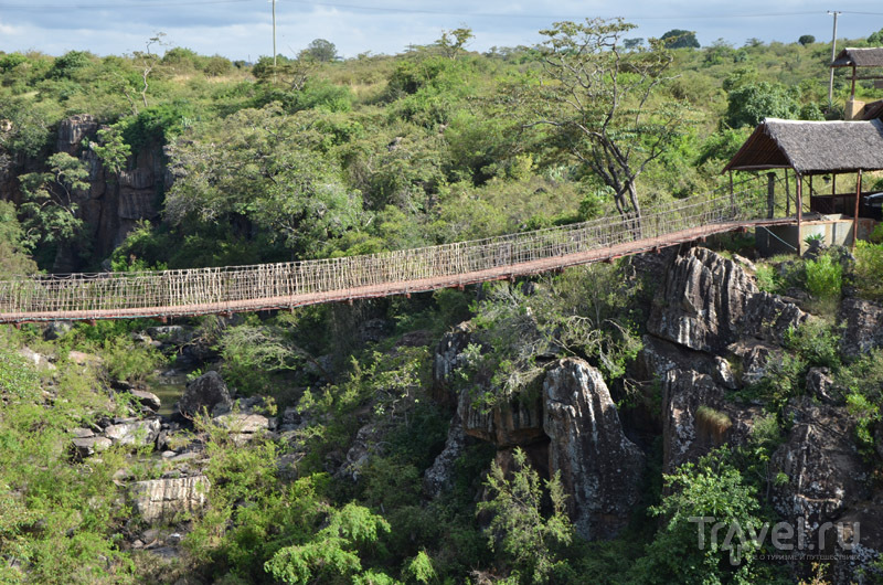 Мост через ущелье, Rolf's Place / Фото из Кении