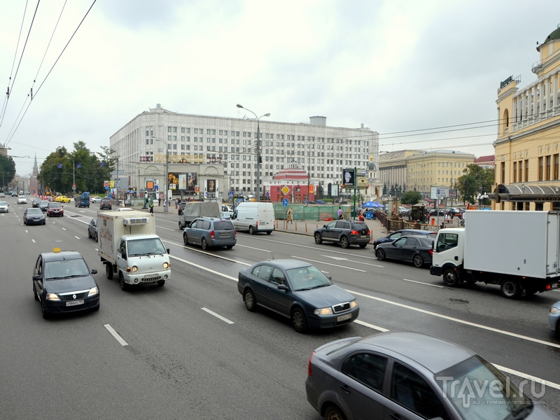 Вид площади Арбатские ворота со второго этажа автобуса City Sightseeing