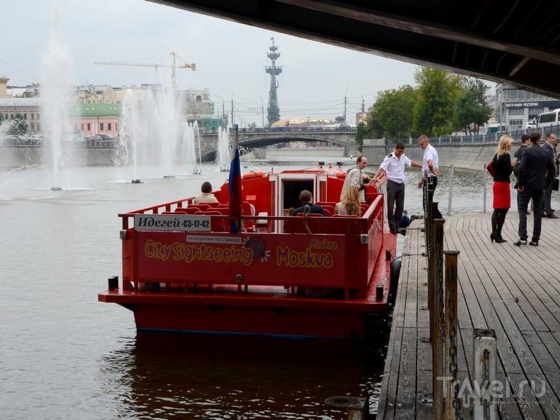 Красные речные трамвайчики City Sightseeing в Москве