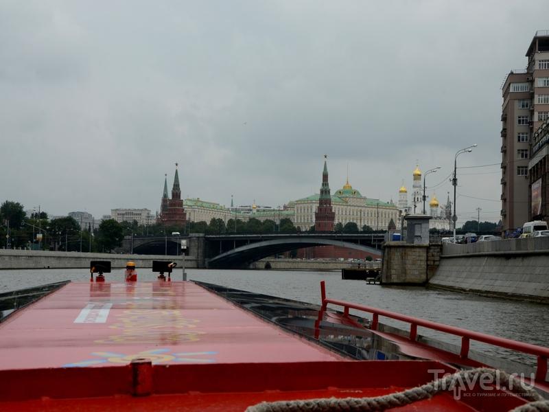 Ландшафты московского Кремля во время экскурсии на теплоходе City Sightseeing
