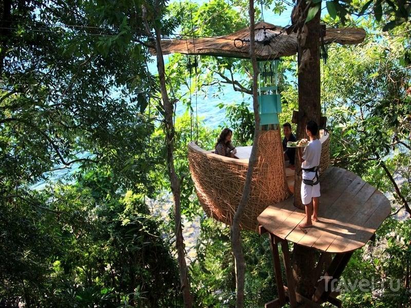 Необычный ресторан Treepod Dining в Таиланде обслуживают официанты-трюкачи / Таиланд