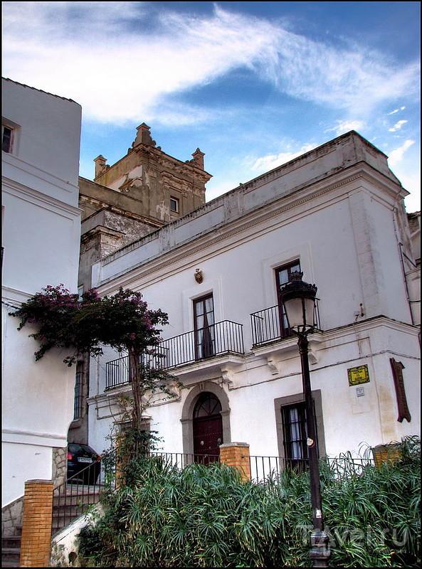 Улица Guzman El Bueno в Тарифе, Испания / Фото из Испании