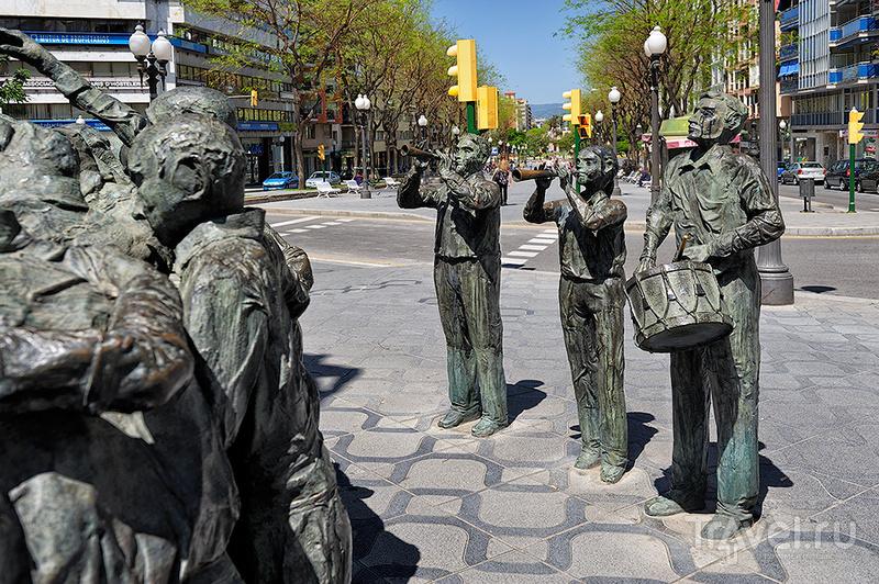 Памятник Monument als Castells в Таррагоне, Испания / Фото из Испании