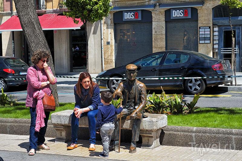 Монумент Жузепу Виргилию (Josep Pau Virgili i Sanromà) в Таррагоне, Испания / Фото из Испании