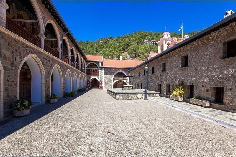 Монастырь Киккос в горах Кипра / Фото с Кипра
