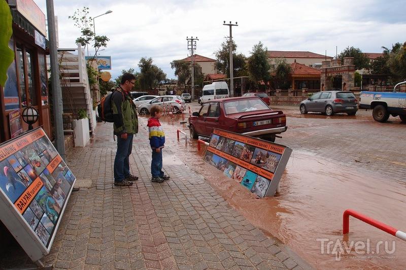 Слякоть и солнце, дождь, ветер и зной - Олюдениз в апреле / Фото из Турции