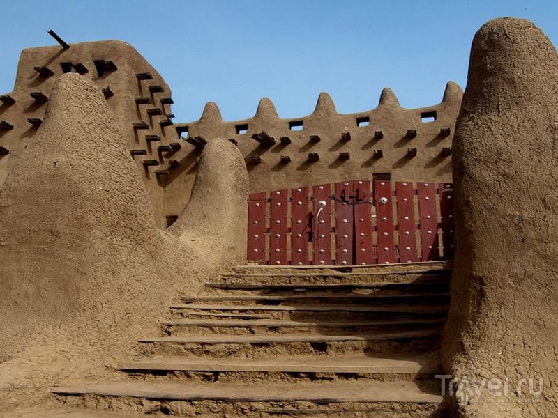 Вход в мечеть Дженне открыт только мусульманам, Мали / Мали