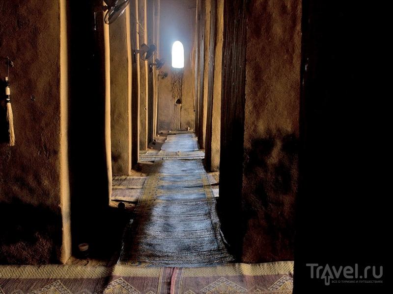 Внутренние помещения Великой мечети Дженне в Мали / Мали