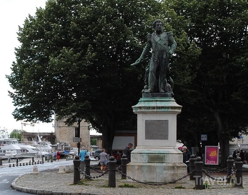 Памятник адмиралу Дюперре в Ла-Рошеле, Франция / Фото из Франции