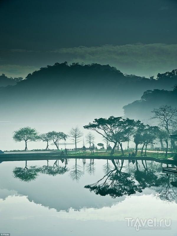 Пейзажи городского парка Dahu в утренней дымке, Тайбэй / Тайвань