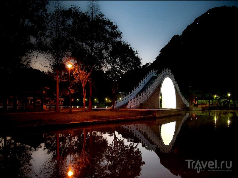 Вход в городской парк Dahu открыт с раннего утра до позднего вечера, Тайбэй / Тайвань