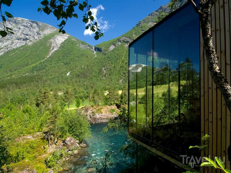 Отель Juvet Landskapshotell, расположенный на отвесном берегу реки в Норвегии / Норвегия