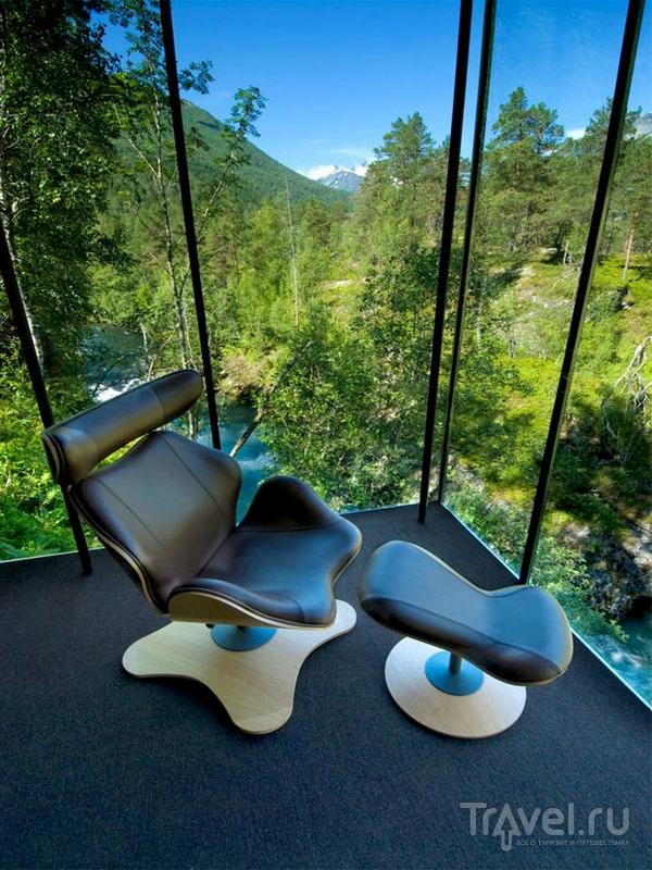 Панорамные пейзажи, открывающиеся из окон отеля Juvet Landskapshotell в Норвегии / Норвегия