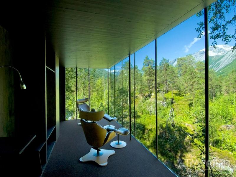 Из панорамных окон Juvet можно наблюдать лесные пейзажи коммуны Нурдал, Норвегия / Норвегия