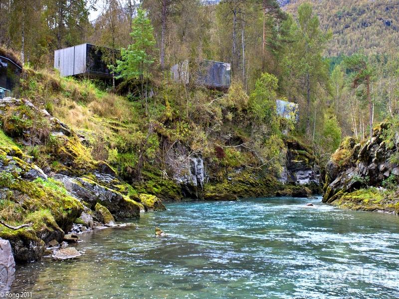 Отель Juvet Landskapshotell расположен в 28 километрах юго-западнее города Ондалснес, Норвегия / Норвегия