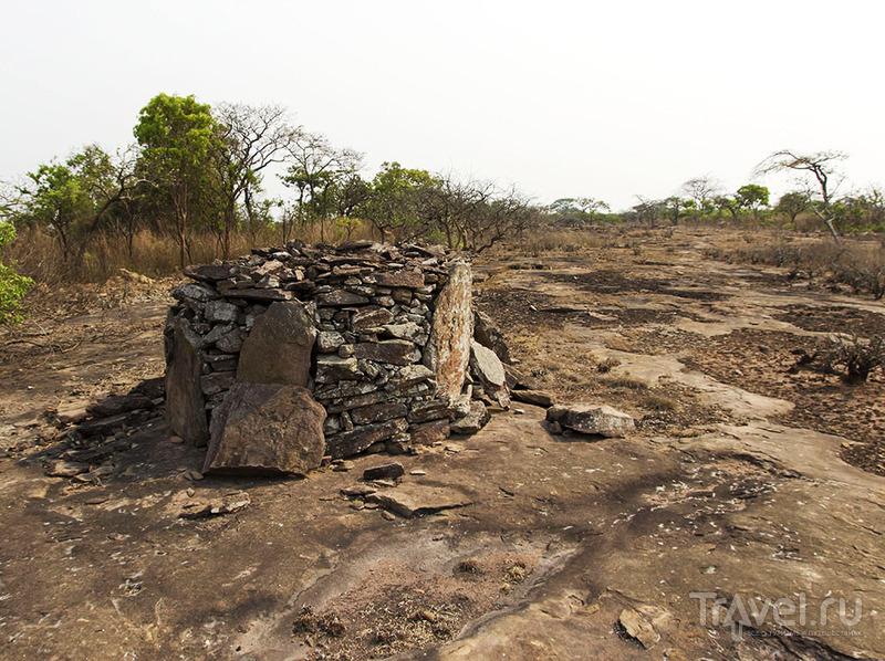 Ангола. Захоронения и синие птицы / Ангола