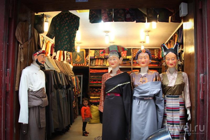 На внедорожниках в Тибет. Лхаса. Люди и манекены / Фото из Китая