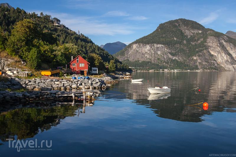На берегу фьорда Тафьорд в городке Валлдал, Норвегия / Фото из Норвегии